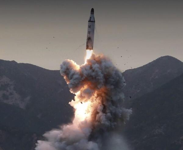 「過ちは二度とくりかへしません」と言った日本人。日本に核を落とすと言った、北朝鮮