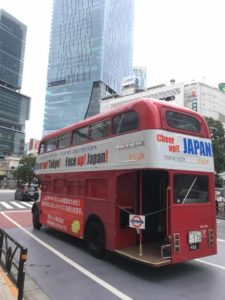 "A mysterious ""London Bus"" in Tokyo's Shibuya crossing!"
